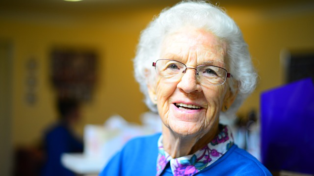 senior-looking-healthy-watch-signs-of-abuse